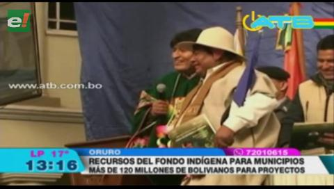 Evo entregó Bs 120 millones a Oruro para proyectos
