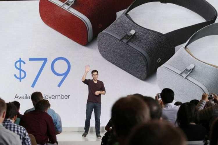 Clay Bavor, vice presidente de realidad virtual de Google, explica el Daydream view VR durante una conferencia en San Francisco (Reuters/Beck Diefenbach/The Washington Post)