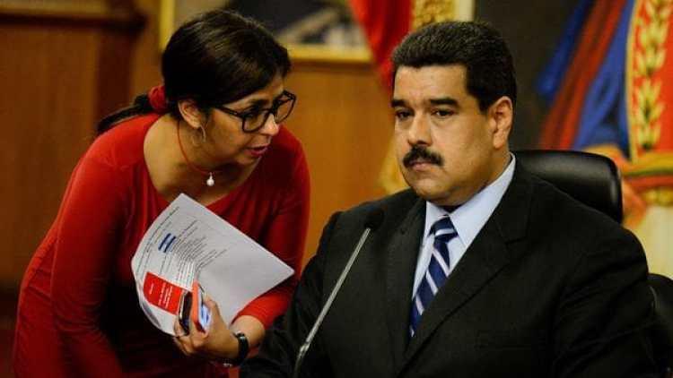 Delcy Rodríguez junto al presidente Nicolás Maduro (AFP)