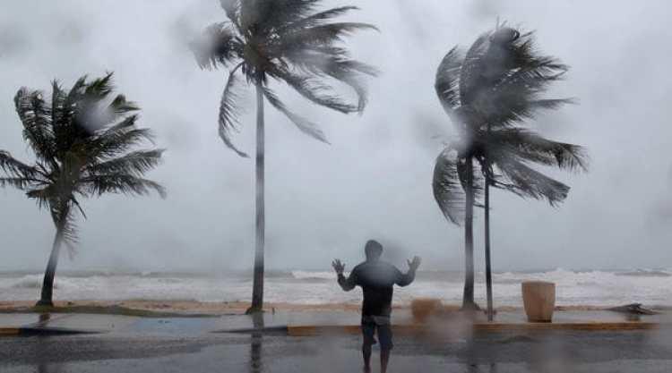 La tormenta y sus fuertes vientos azotaron este miércoles la costa de Puerto Rico (Reuters)