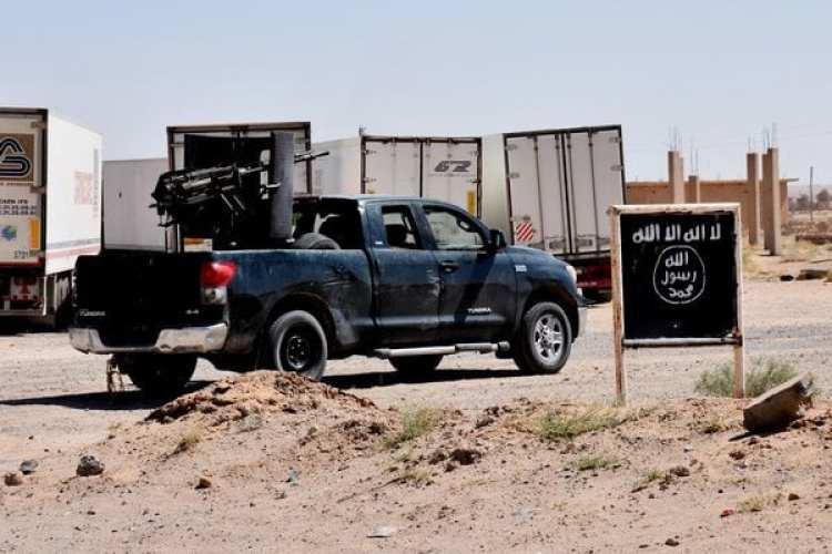 Fuerzas del régimen sirio avanzando en territorio del ISIS en Deir Ezzor (AFP)