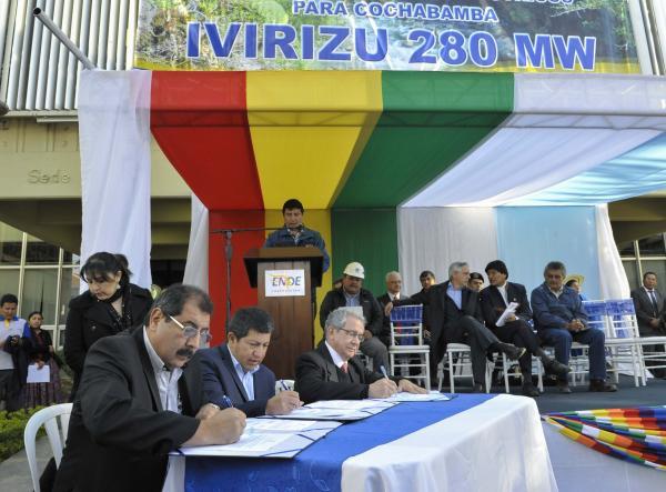 Gobierno de Bolivia firma contratos con empresas para construir proyecto hidroeléctrico