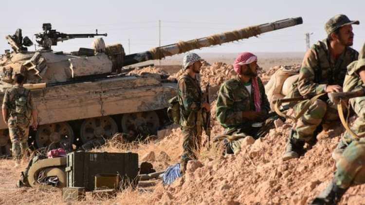 Tropas del ejército sirio se preparan para marchar sobre Deir Ezzor (AFP)