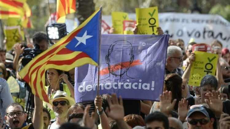 Los independentistas reaccionaron manifestándose en la calle (AFP)