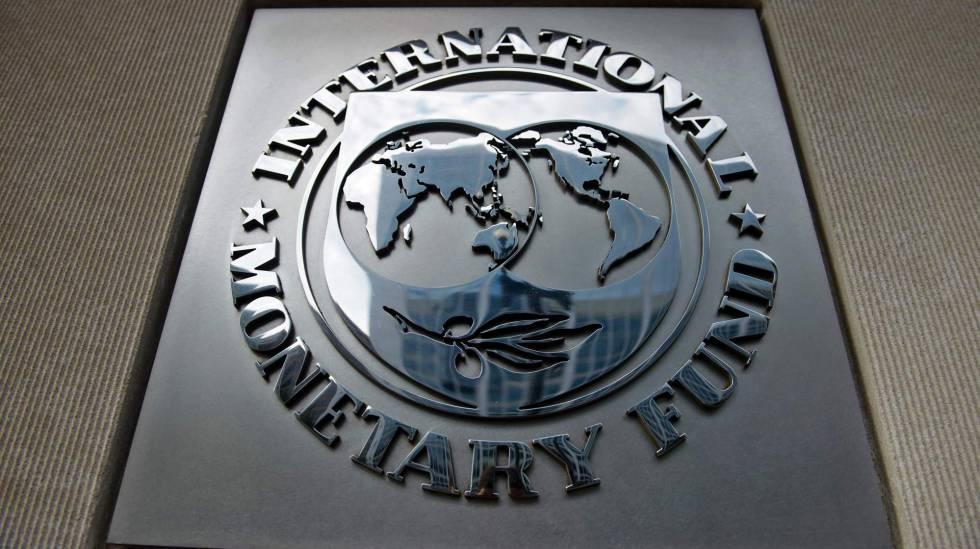Logo del Fondo Monetario Internacional en su sede