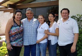El expresidente acompañado de: Nona Vargas, Patricia Cadena, Melvy Ruiz y Omar Pereyra