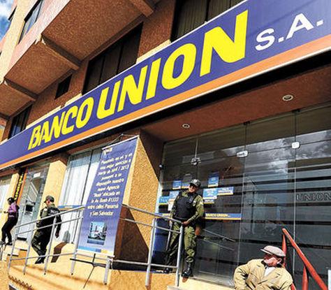 La fachada del Banco Unión en la zona de Miraflores. Foto: Eduardo Schwartzberg-archivo
