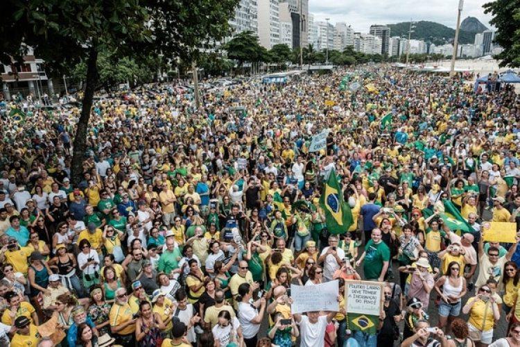 Multitudinaria protesta contra la corrupción en Brasil en 2016 (AFP)