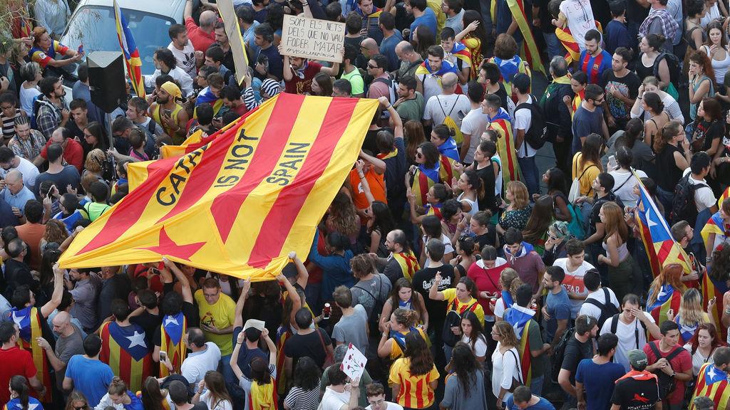 Independentistas se manifiestan en las calles de Cataluña.