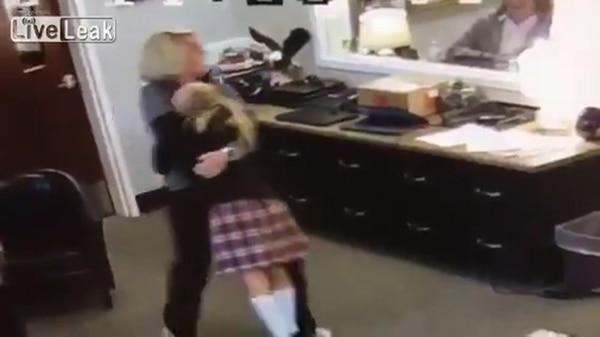 Así reaccionó una niña al enterarse que sería adoptada