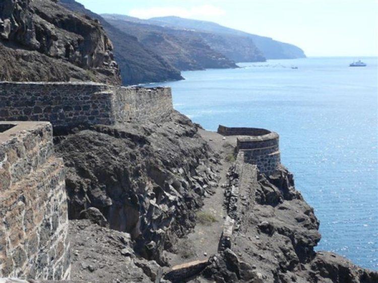 """""""Santa Helena es un búnker que sobresale del agua"""", dice el cónsul francés"""