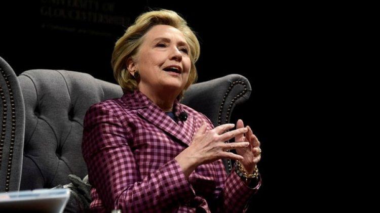 Hillary Clinton durante una entrevista en el festival de Literatura de Cheltenham