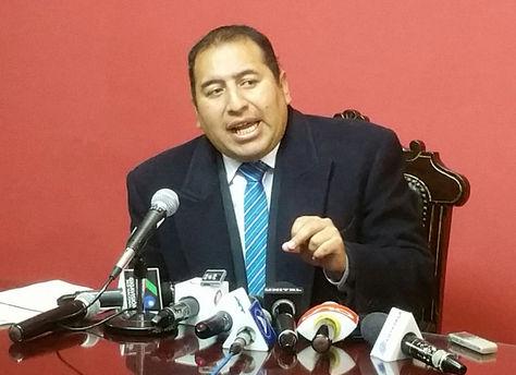El jefe de Bancada de Unidad Demócrata, Wilson Santamaría, en declaraciones a los medios. Foto: La Razón