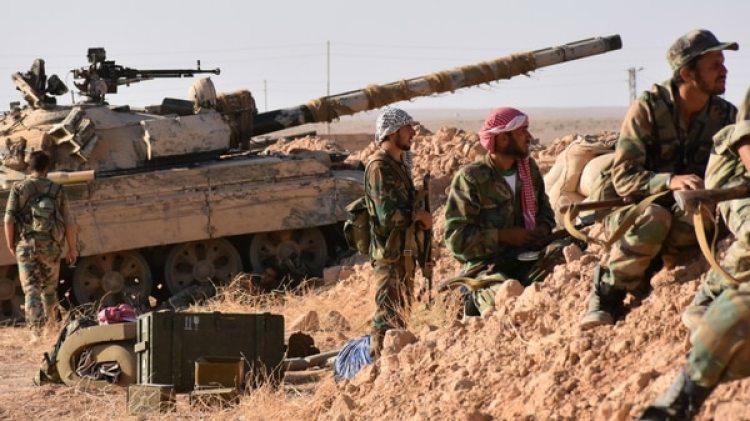 Tropas sirias combatiendo en Deir Ezzor (AFP)