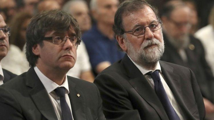 El presidente de la Generalitat de Cataluña, Carles Puigdemont, y el presidente del Gobierno español, Mariano Rajoy