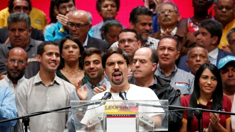 La oposición repudió la juramentación de los cuatro gobernadores ante la Constituyente (Reuters)