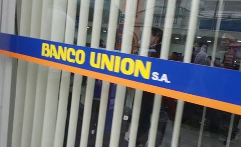 El ingreso de una sucursal del Banco Unión en La Paz. Foto: La Razón