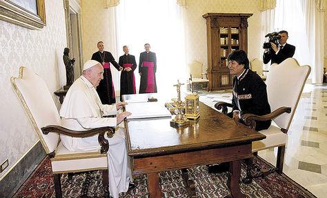 El más reciente encuentro entre Morales y el papa Francisco se registró en el Vaticano, en abril de 2016. Foto: EFE