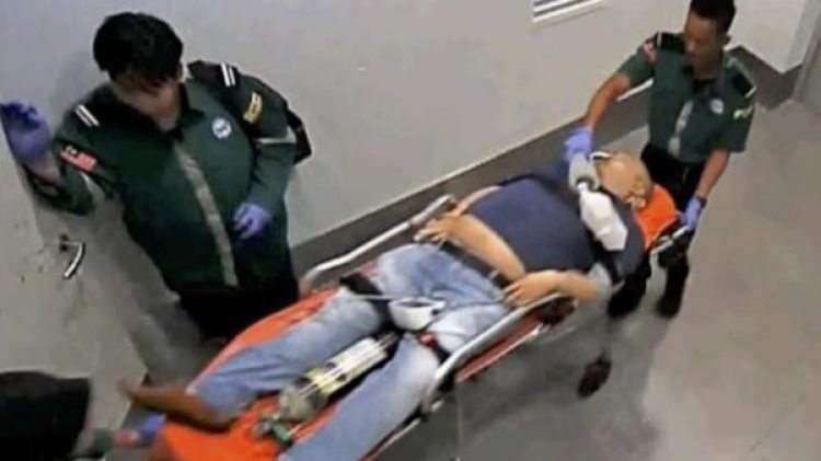 Kim Jong-nam siendo trasladado al hospital desde el Aeropuerto Internacional de Kuala Lumpur