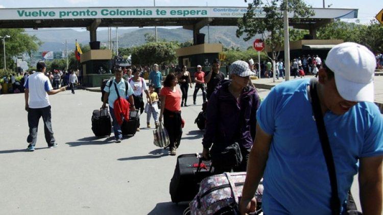 Todos los días cientos de venezolanos cruzan la frontera a Colombia. (Reuters)