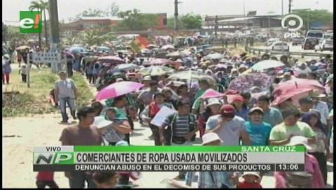 Vendedores de ropa usada marcharon contra decomisos de la Aduana