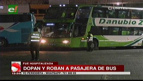 Santa Cruz: Dopan y roban a pasajera de un bus