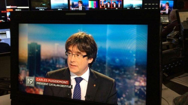 El presidente destituido del gobierno catalán Carles Puigdemont durante una entrevista en la televisión belga (Reuters)