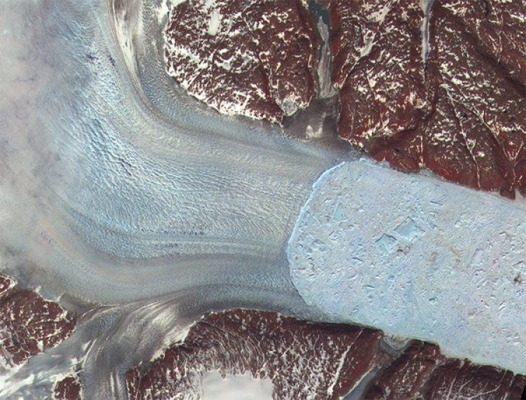 El glaciar Helheim, en Groenlandia, con huellas visibles de derretimiento,en 2005.