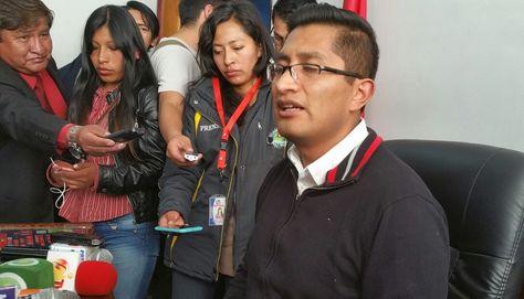 El fiscal Edwin Blanco informa que tres personas fueron imputadas por el caso de la señora Carmen del Pilar Chacón. Foto: Ángel Guarachi