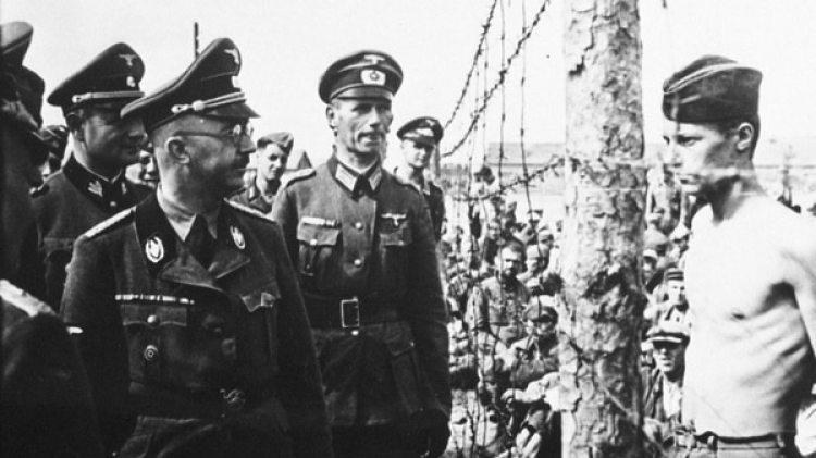 El temible Heinrich Himmler en un campo de prisioneros de guerra (Getty Images)