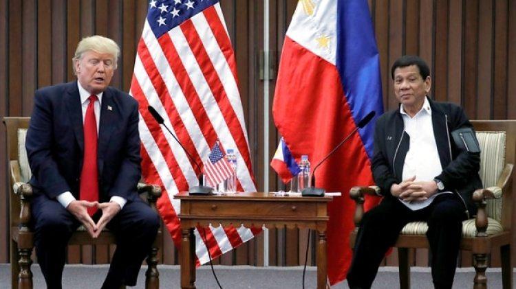 El presidente Donald Trump y su homólogo filipino Rodrigo Duterte, durante reunión bilateral en Manila(REUTERS/Jonathan Ernst)