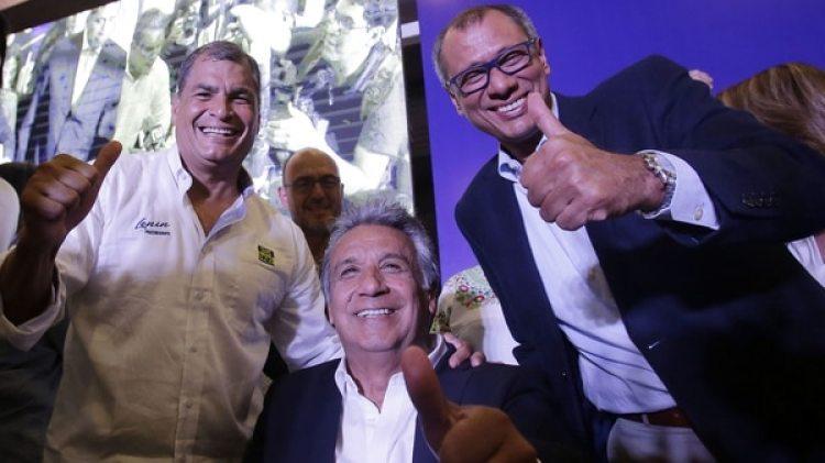 Otros tiempos: Correa, Moreno y Glas, durante la última campaña presidencial(AP)