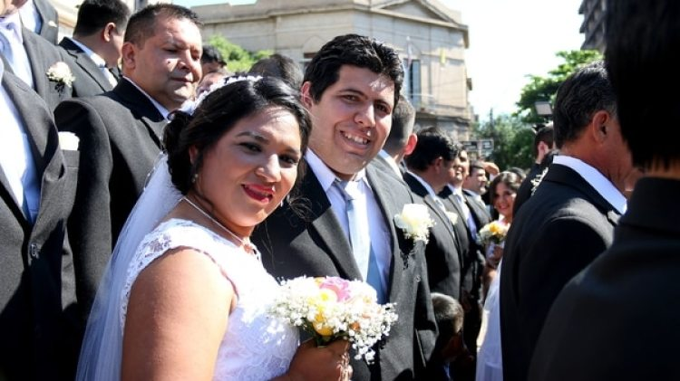 Una de las parejas que contrajo matrimonio (EFE)