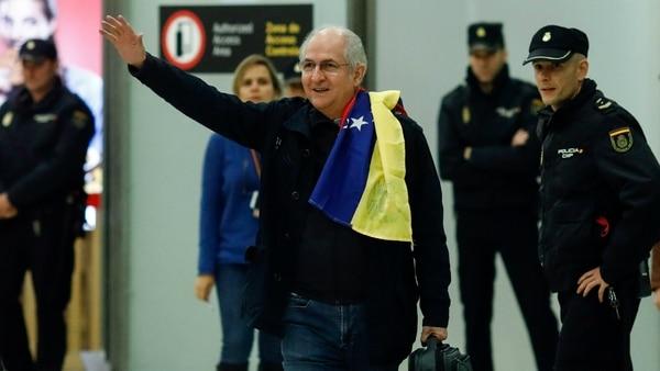 Desafía Rajoy a Maduro al reunirse con Antonio Ledezma