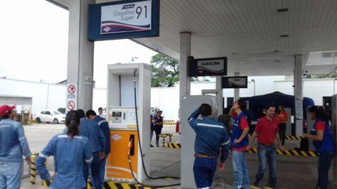 Uno de los surtidores en el que se venderá la gasolina RON91. Foto: Marco Curi
