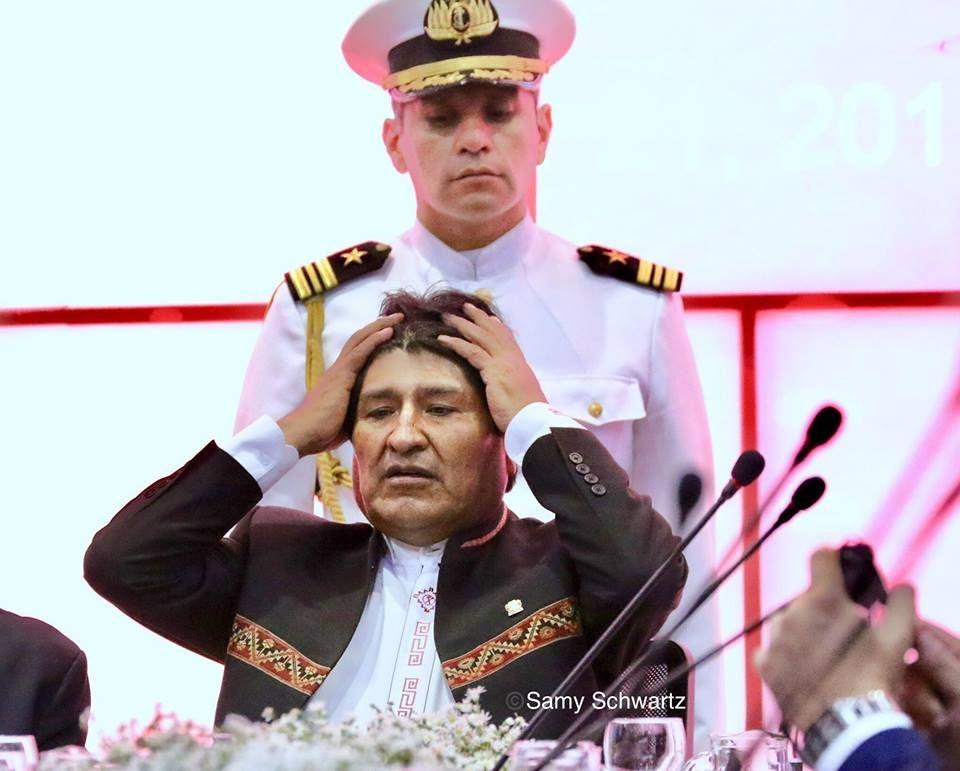Ministra insulta a fotoperiodista por imágenes de Evo