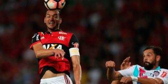 Flamengo remontó y tomó ventaja ante Junior para la vuelta en Barranquilla