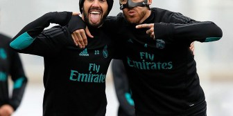 Después de su fractura en el tabique, Ramos luce la máscara