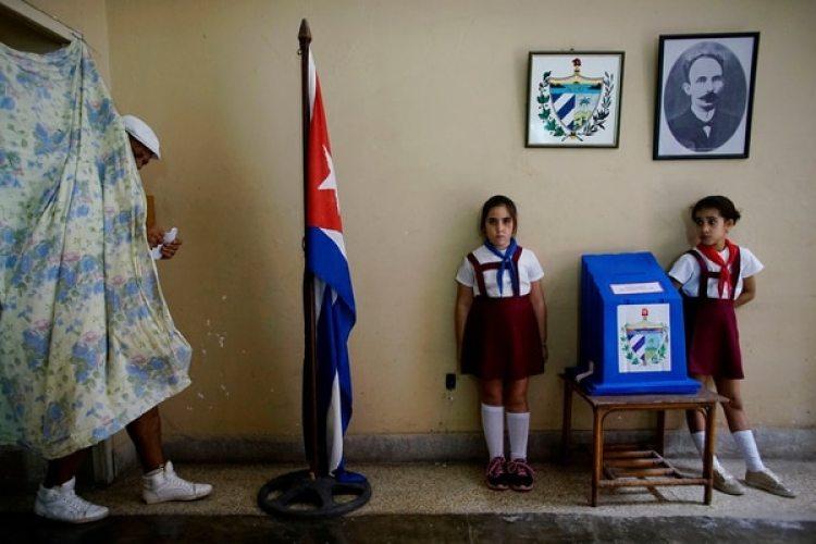 Votantes en La Habana (REUTERS/Alexandre Meneghin)