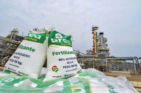 El Gobierno inicia venta de urea nacional a Brasil
