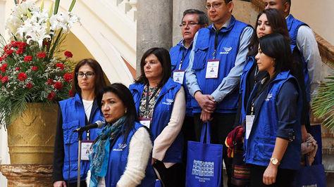 Yolimar Carrillo junto los miembros de la de la Misión de Observadores de la Unión de Naciones Unidas Suramericanas. Foto: ABI