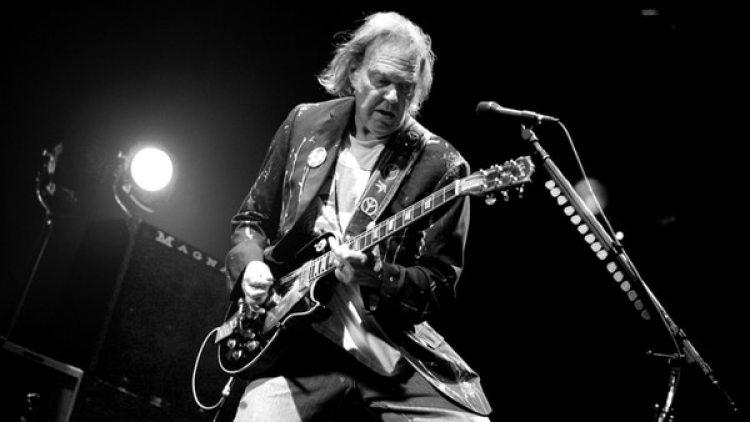 Neil Young, el mítico cantautor canadiense, comparte toda tu obra en internet