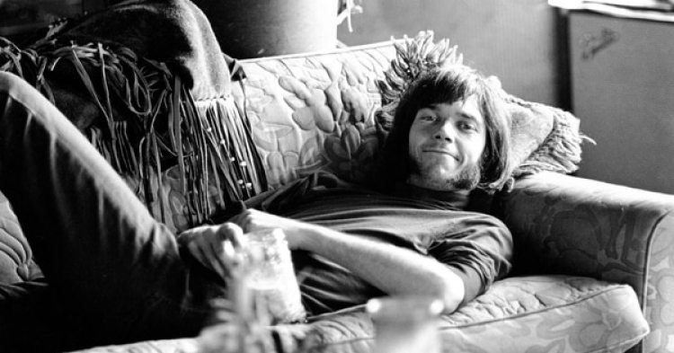 Neil Young en un descanso de una gira con Buffalo Springfield