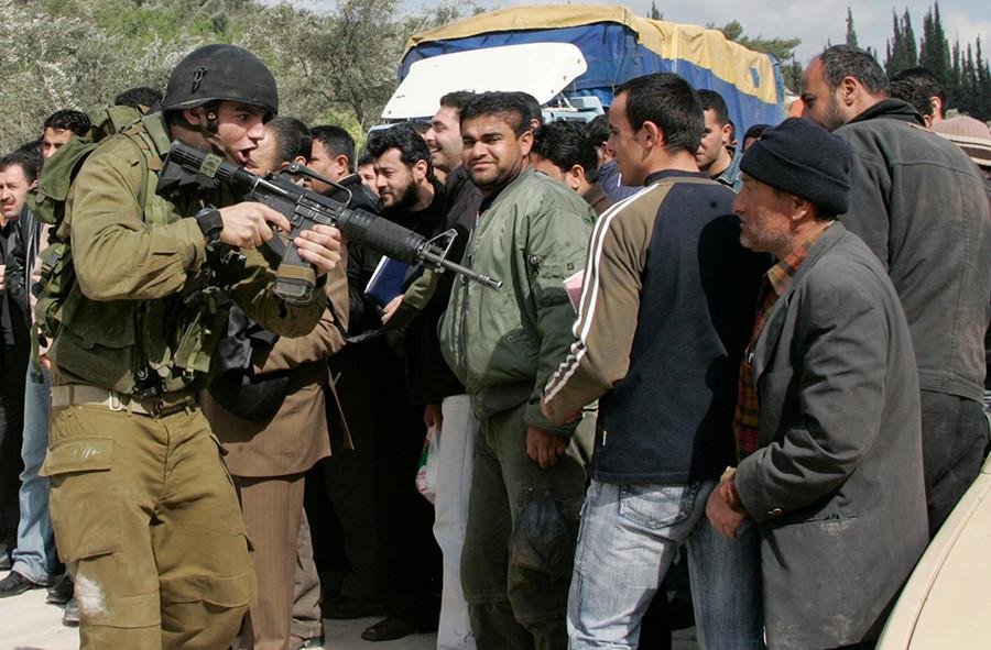 Milicias palestinas lanzan proyectiles de Gaza hacia Israel