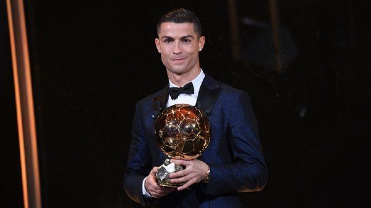 Cristiano Ronaldo ganó su quinto Balón de Oro este año (AFP)