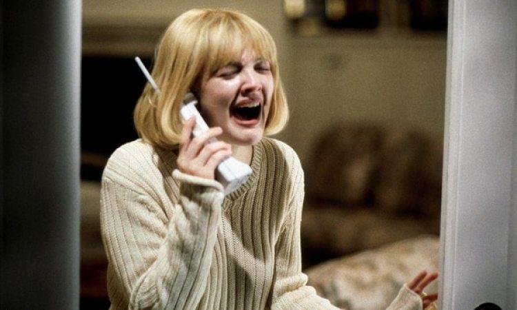 """Drew Barrymore en """"Scream"""". Captura de pantalla vía YouTube."""