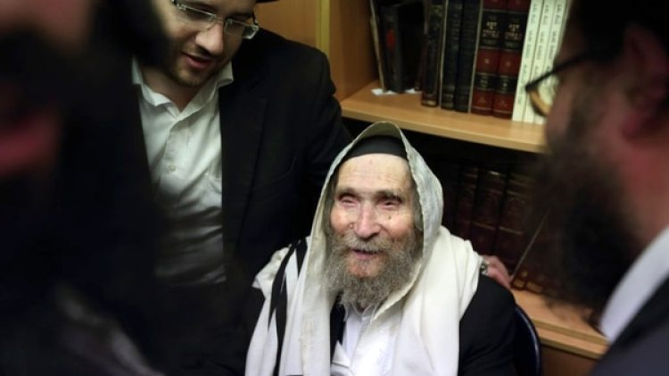 Shteinman era un influyente miembro del partido Degel Hatorah, miembro del gobierno del primer ministro Benjamin Netanyahu