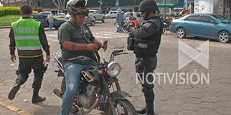 Control policial riguroso en el centro de Santa Cruz