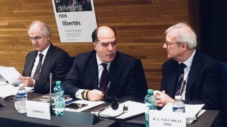 Antonio Ledezma y Julio Borges antes de recibir el Premio Sájarov