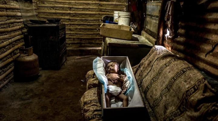 Mientras Venezuela colapsa, cientos de chicos mueren de hambre o enferman